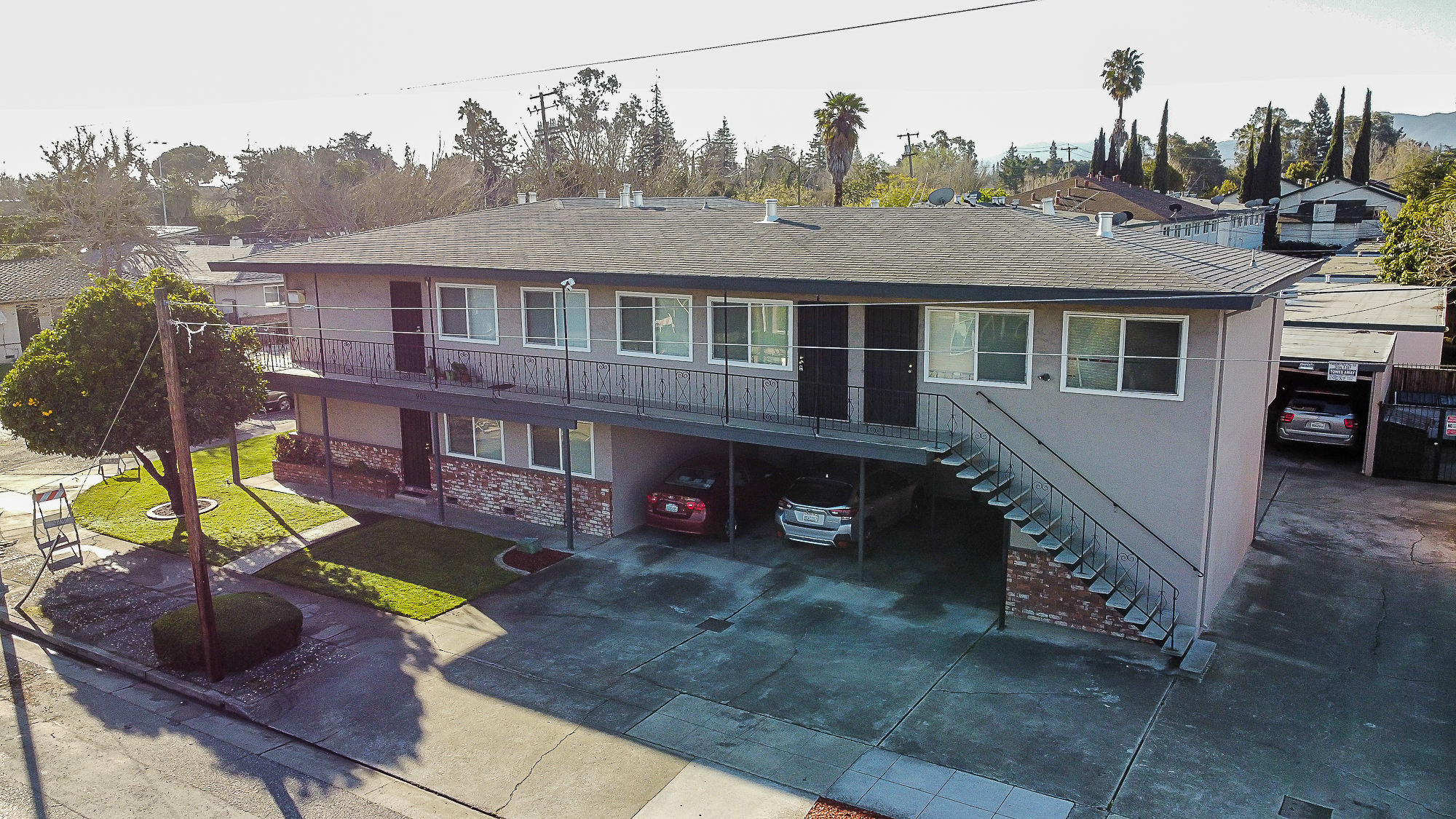 905 Northrup carport and frontage aerial image