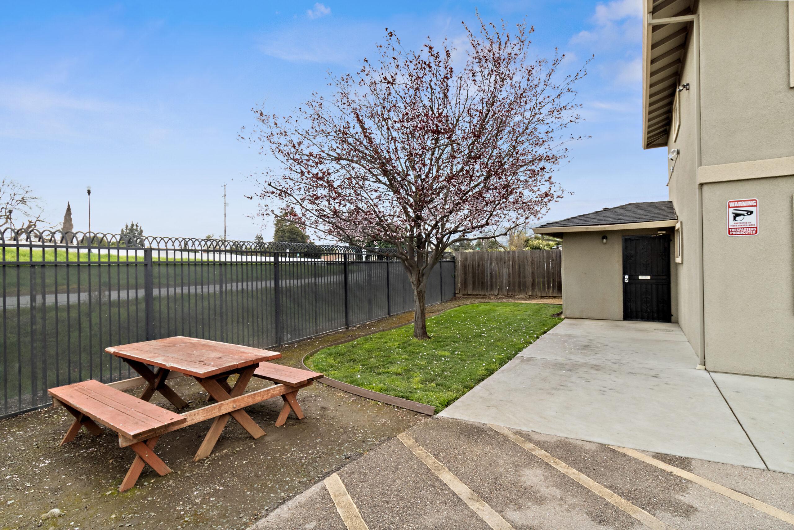 7460 Rogers Lane patio