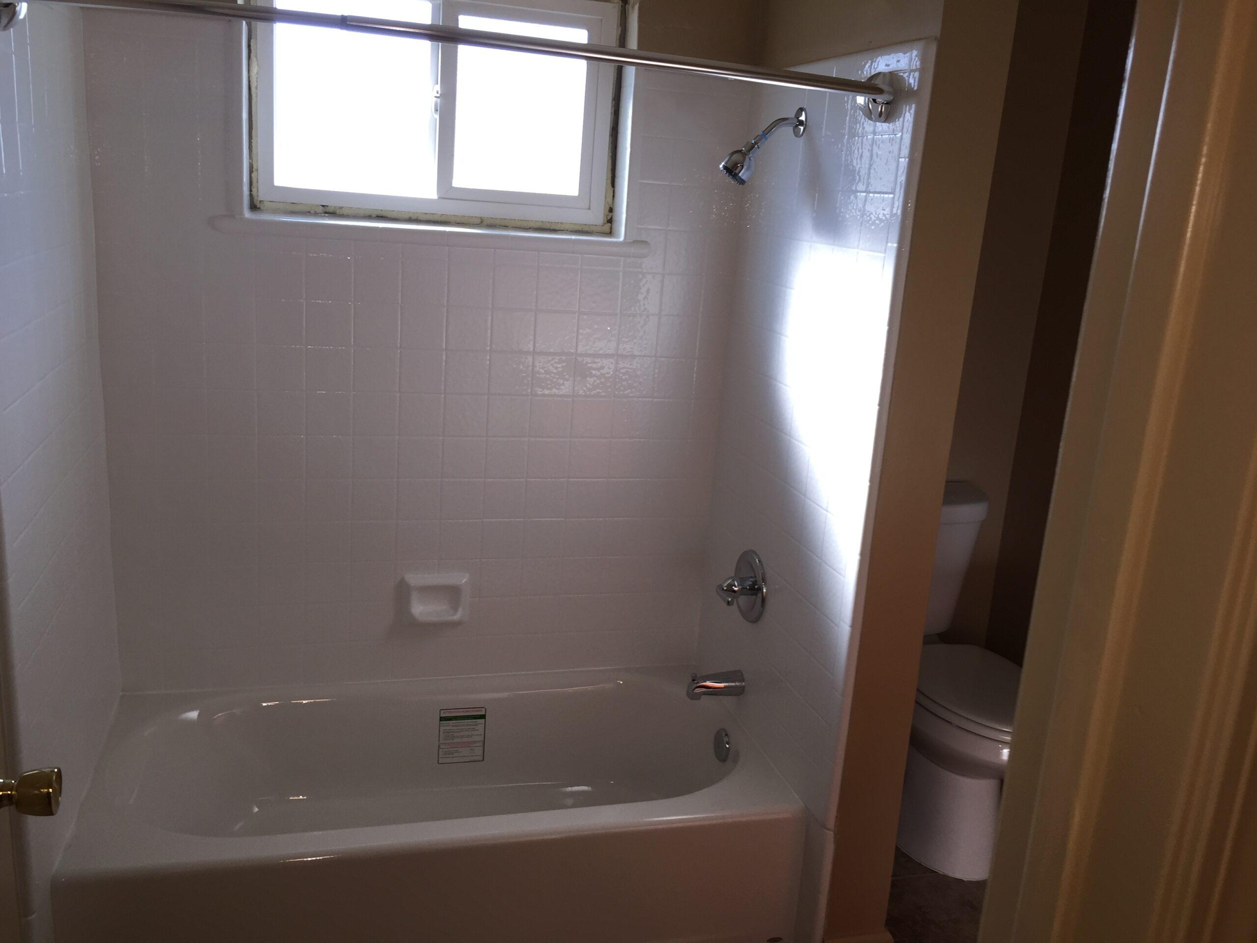 837 Northrup Unit A bathtub